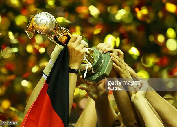 Germany players lift the Women's World Cup at the end of the Women's World Cup 2007 Final between Brazil and Germany at Shanghai Hongkou Football...