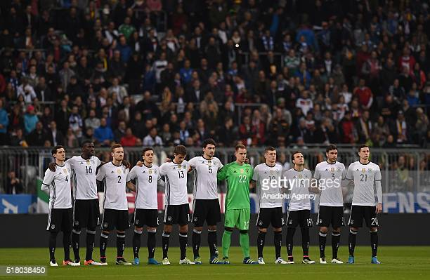 Germany players pay tribute for Johan Cruyff before the friendly football match between Germany and Italy at the Allianz Arena in Munich Germany on...