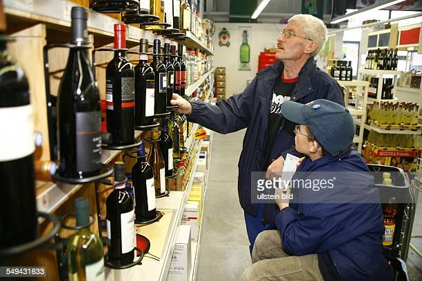 Specialized trade for beverages Customers are choosing a wine