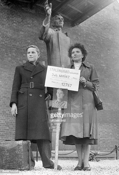 Germany - repatriation of prisoners of war: mother and son waiting in the camp Friedland of the returning Joh. Mainz from Trier - 1955 -...