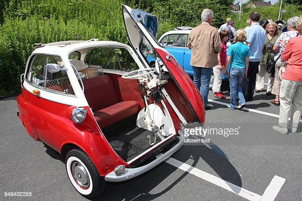 DEU Germany Reportage Living at the highway 40 Bochum BMW Isetta meeting of fans