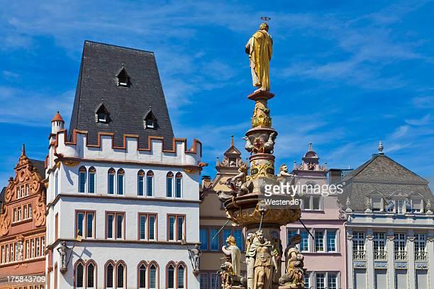 Germany, Rhineland Palatinate, Trier, Main Market with Steipe building