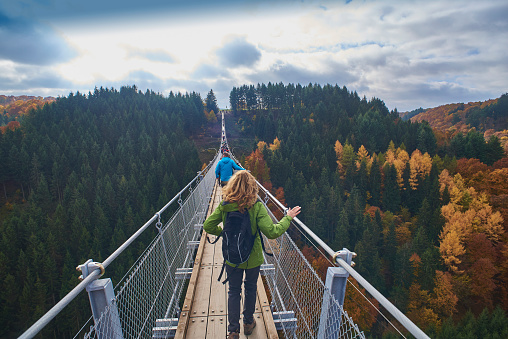 Germany, Rhineland-Palatinate, Hunsrueck, Saar-Hunsrueck-Steig, Swing Bridge Geierlay - gettyimageskorea
