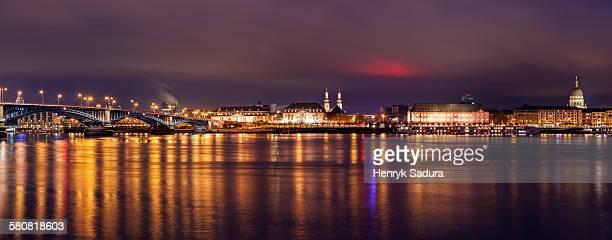 germany, rhineland-palatinate, mainz, illuminated waterfront skyline - mainz stock-fotos und bilder