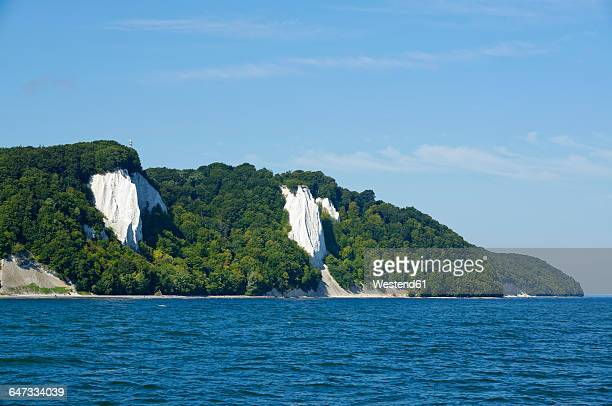germany, ruegen, sassnitz, jasmund national park, chalk cliff koenigsstuhl - 炭酸石灰 ストックフォトと画像