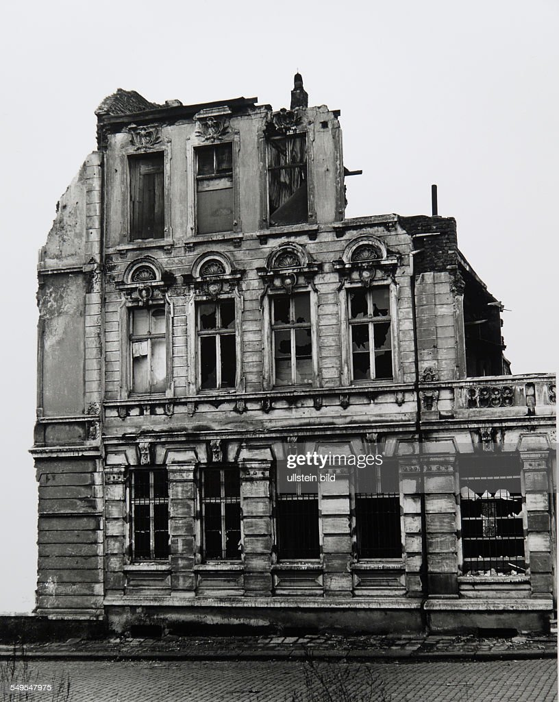 Germany, ruined building, classicist facade. : News Photo