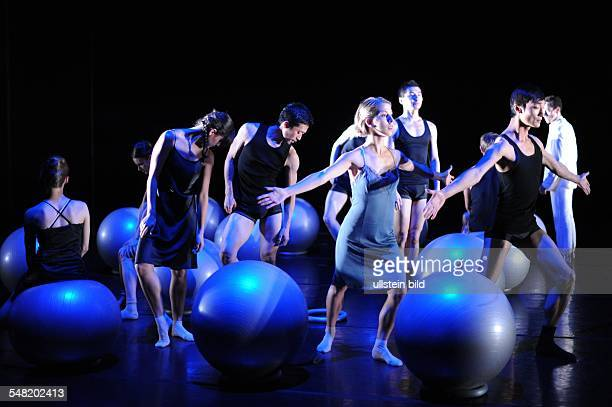 Germany Saarland Saarbruecken ballet of the Saarlaendische Staatstheater choreographies of members of the dance company SubsTanz11 Neugierig here a...