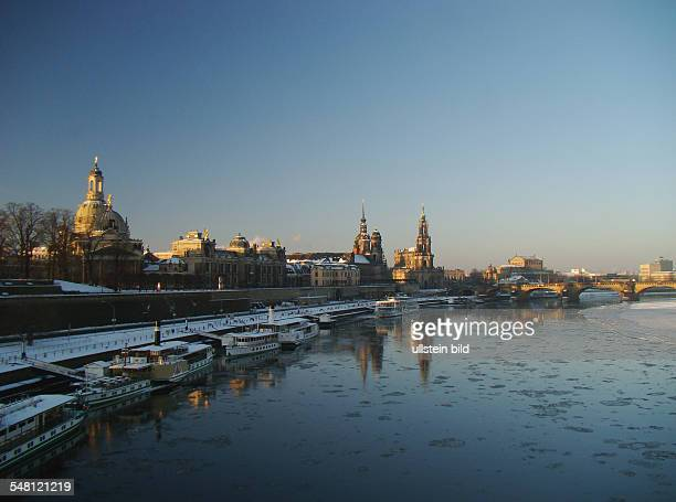 View across the river Elbe to the terrace bank with ships in the background from left to right the church 'Frauenkirche' the Academy of Arts and the...