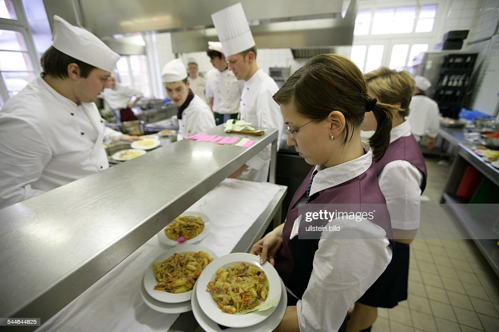 Hotel Management School Apprentice In The Kitchen