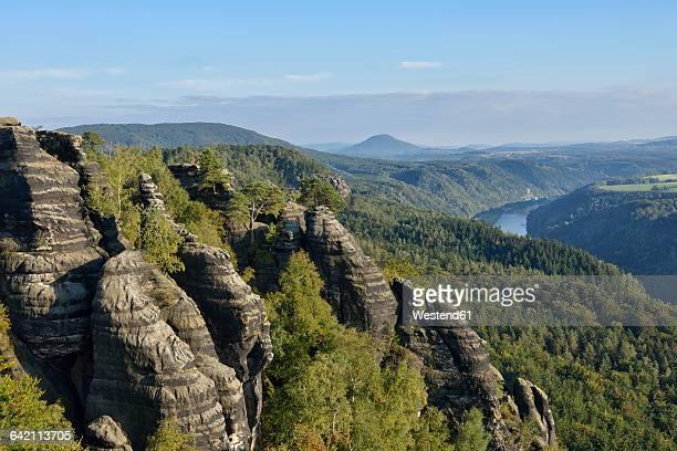 germany, saxony, saxon switzerland national park, view from the schrammsteine viewpoint, elbe sandstone mountains - sandstein stock-fotos und bilder