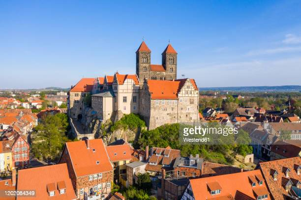 germany, saxony-anhalt, quedlinburg, aerial view of quedlinburg abbey and surrounding town houses - saxony anhalt stock pictures, royalty-free photos & images