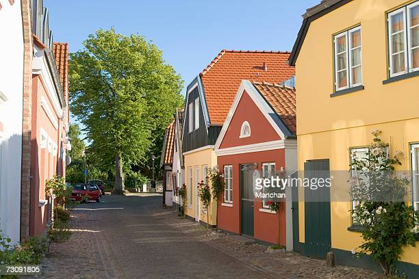 germany, schleswig holstein, houses in the ohrtstrasse - fehmarn stock-fotos und bilder