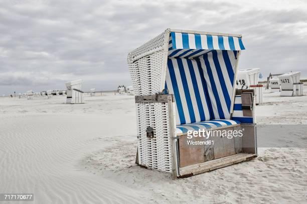 germany, schleswig-holstein, st peter-ording, hooded beach chair - sankt peter ording stock-fotos und bilder