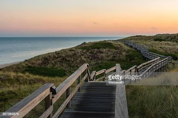 Germany, Schleswig-Holstein, Sylt, Wenningstedt, wooden boardwalk in the evening