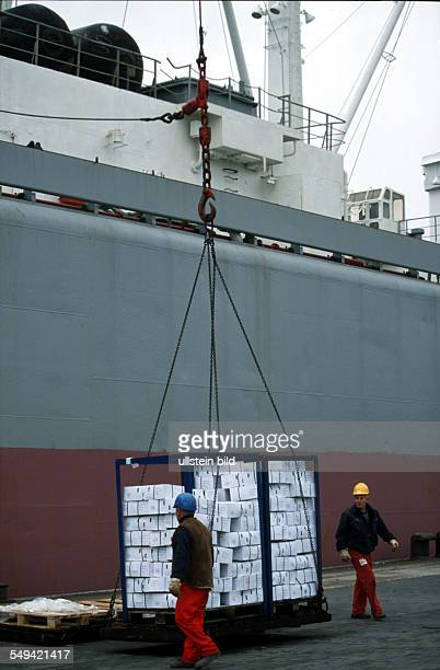 Schortens near Wilhelmshaven 6000 tons of beef out of the European aid programme Transport to North Korea Loading on a ship