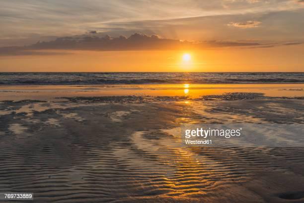 germany, st peter-ording, sunset above the sea - sankt peter ording stock-fotos und bilder