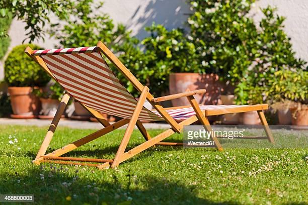 germany, stuttgart, sun lounger in garden - liegen stock-fotos und bilder