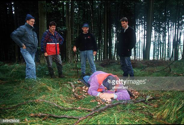 Team Craft Manager Survival Training Lawyers and managers of Daimler Chrysler Carl Zeiss Weigle furniture workshops survive in the woods place to...