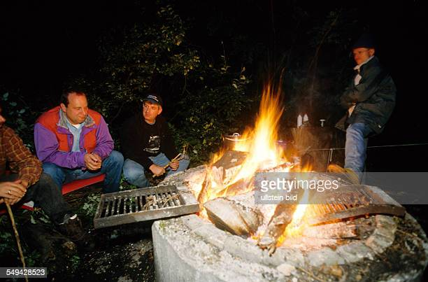 Team Craft Manager Survival Training Lawyers and managers of Daimler Chrysler Carl Zeiss Weigle furniture workshops cosy gettogether at the camp fire...