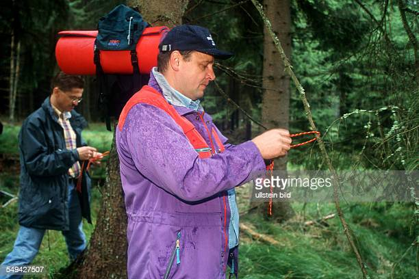Team Craft Manager Survival Training Manager of Carl Zeiss Daimler Chrysler Weigle furniture workshops knot exercises with a rope