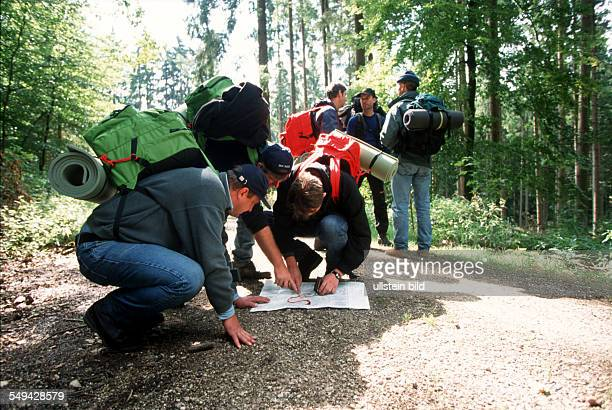 Team Craft Manager Survival Training Manager of Carl Zeiss Daimler Chrysler Weigle furniture workshops only with a compass crossways through the wood