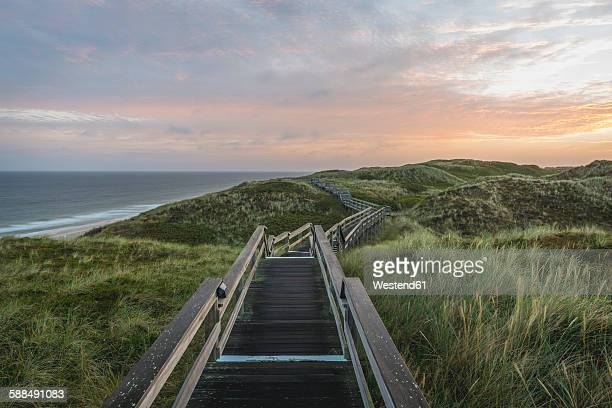 Germany, Sylt, Wenningstedt, boardwalk to the beach