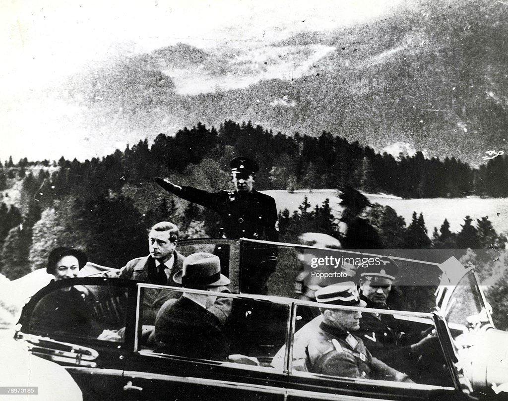 1937. Germany. The Duke and Duchess of Windsor, formerly King Edward VIII and Wallis Simpson, pictured at Berchtesgaden after visiting German leader Adolf Hitler. : Nieuwsfoto's