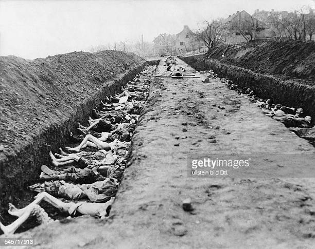 Germany Third Reich concentration camps 193945 Dead bodies of DoraNordhausen concentration camp are buried in mass graves after the liberation by the...
