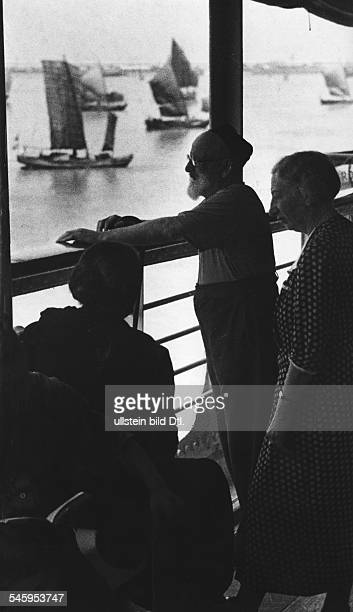 Germany Third Reich persecution of Jews 193339 emigration Emigration of German Jews to Shanghai the Italian vessel 'Conte Rosso' at the harbour in...