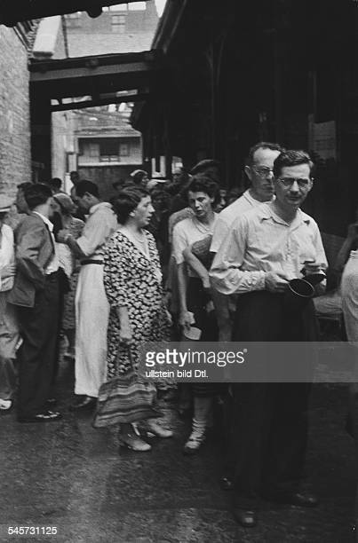 Germany, Third Reich - persecution of Jews 1933-39, emigration German Jews queuing up at the food counter in the reception camp in Shanghai Summer...