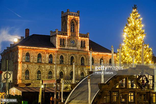 Germany, Thuringia, Weimar, Illuminated Christmas tree and town hall
