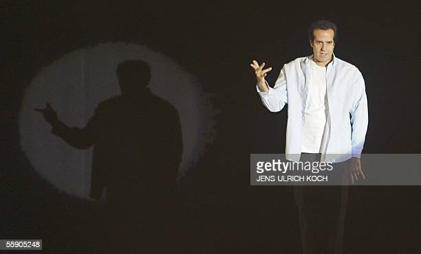US magician David Copperfield performs his show on 12 October 2005 in Erfurt eastern Germany He presented his actual program An Intimate Evening Of...