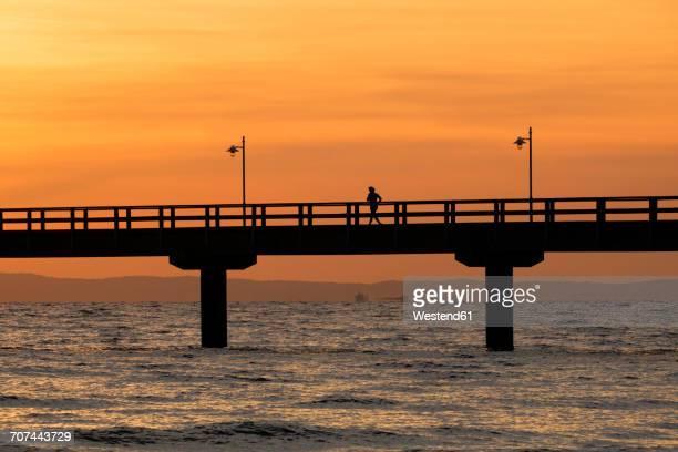 germany, usedom, bansin, sunrise at pier - ウセドム ストックフォトと画像
