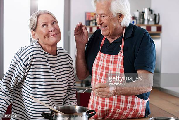 Germany, Wakendorf, Senior couple in kitchen