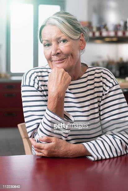 germany, wakendorf, senior woman smiling, portarit - 65 69 jahre stock-fotos und bilder