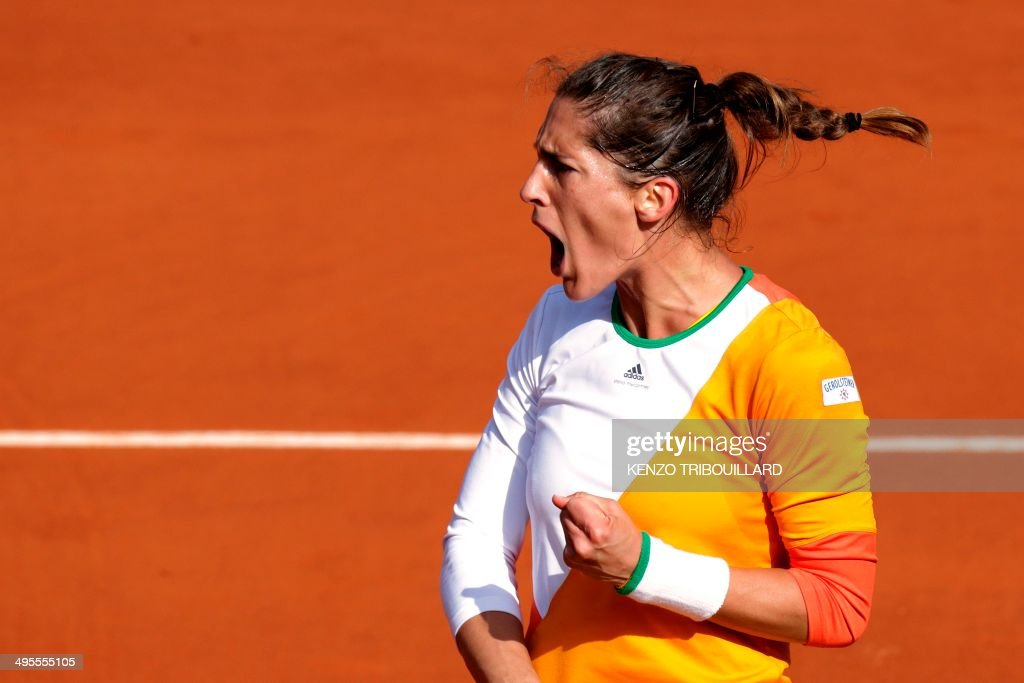Germany's Andrea Petkovic celebrates after winning a point during her French tennis Open quarter final match against Italy's Sara Errani at the Roland Garros stadium in Paris on June 4, 2014. AFP PHOTO / KENZO TRIBOUILLARD / AFP PHOTO / Kenzo TRIBOUILLARD