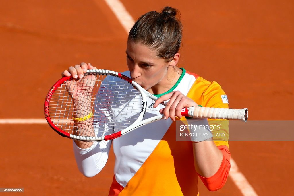 Germany's Andrea Petkovic celebrates her victory over Italy's Sara Errani at the end of the French tennis Open quarter final match against at the Roland Garros stadium in Paris on June 4, 2014. AFP PHOTO / KENZO TRIBOUILLARD / AFP PHOTO / Kenzo TRIBOUILLARD