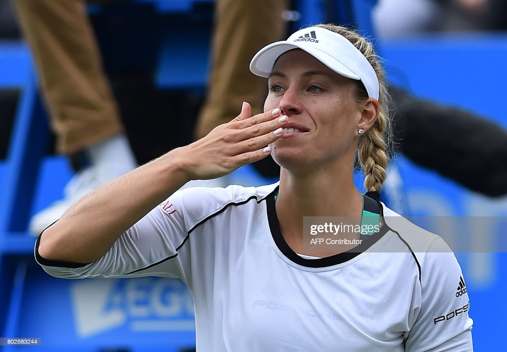Germany's Angelique Kerber acknowledges the crowd after beating Czech Kristina Pliskova during their women's singles round two tennis match at the ATP Aegon International tennis tournament in Eastbourne, southern England, on June 28, 2017. Angelique Kerber beat Kristýna Plíková 4-6, 6-1, 7-5. / AFP PHOTO / Glyn KIRK