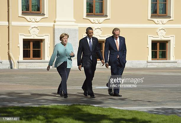 Germanys Chancellor Angela Merkel US President Barack Obama and Australia's Foreign Minister Bob Carr arrive for the family photo at the G20 summit...