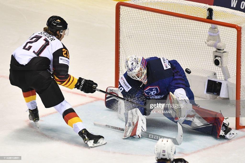 IHOCKEY-WC-IIHF-GER-FRA : News Photo