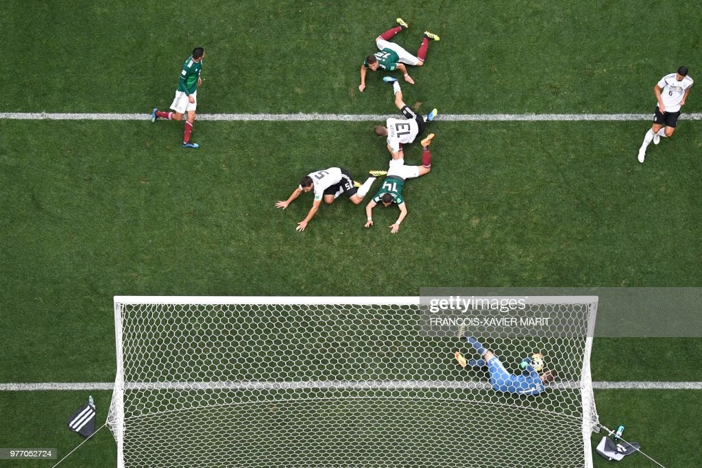 TOPSHOT - Germany's goalkeeper Manuel Neuer makes a save during the Russia 2018 World Cup Group F football match between Germany and Mexico at the Luzhniki Stadium in Moscow on June 17, 2018. (Photo by François-Xavier MARIT / AFP) / RESTRICTED