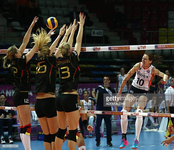 Germany's Louisa Uppmann vies with Netherlands' players during the Women's European Olympic Qualification match on January 4 2016 in Ankara / AFP /...