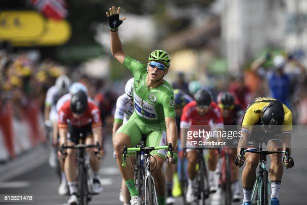 TOPSHOT Germany's Marcel Kittel wearing the best sprinter's green jersey makes the sign five for his fifth consecutive victory as he crosses the...