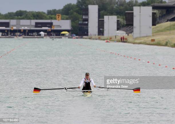 Germany's Marie-Louise Draeger rows in the women's lightweight single sculls qualification heat of the FISA Rowing World Cup on June 18, 2010 in...