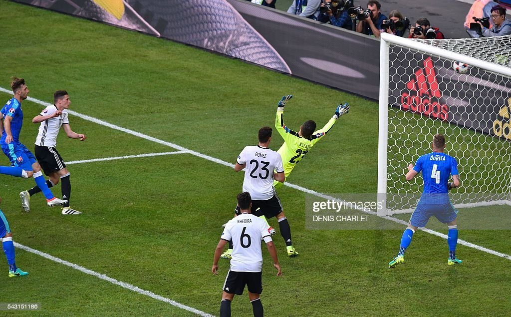 Germany's midfielder Julian Draxler (2L) scores against Slovakia's goalkeeper Matus Kozacik during the Euro 2016 round of 16 football match between Germany and Slovakia at the Pierre-Mauroy stadium in Villeneuve-d'Ascq, near Lille, on June 26, 2016. / AFP / DENIS