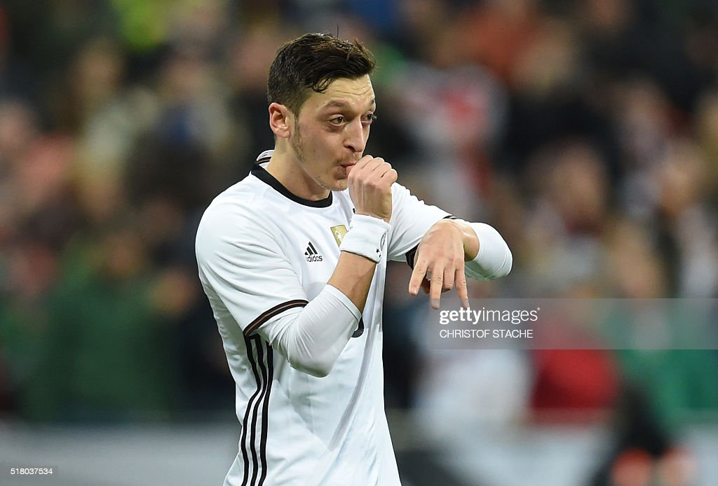 Germany's midfielder Mesut Oezil celebrates scoring a penalty for the 4-0 goal during the friendly football match Germany vs Italy in Muinch, southern Germany, on March 29, 2016. / AFP / CHRISTOF