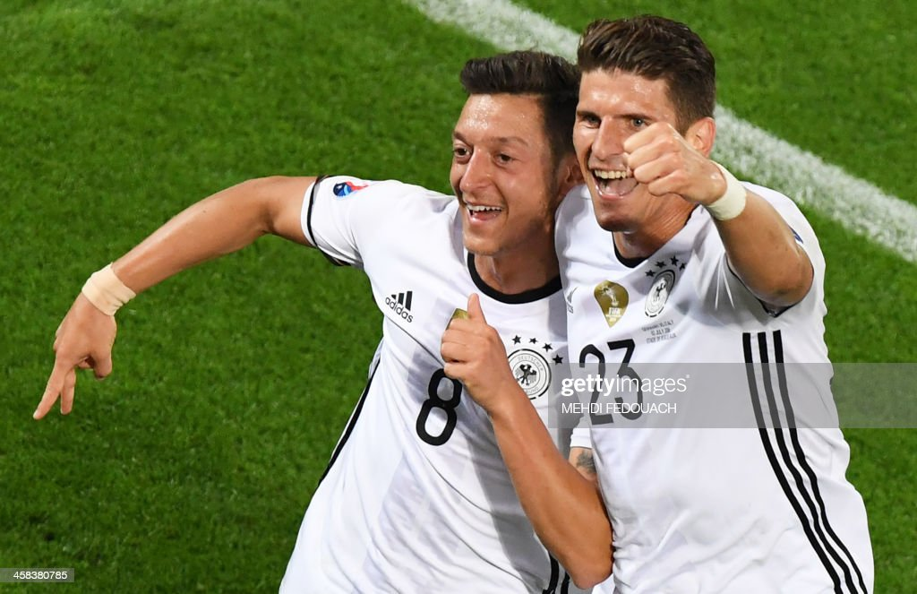 TOPSHOT - Germany's midfielder Mesut Oezil (L) celebrates with Germany's forward Mario Gomez after scoring during the Euro 2016 quarter-final football match between Germany and Italy at the Matmut Atlantique stadium in Bordeaux on July 2, 2016. PHOTO / Mehdi FEDOUACH