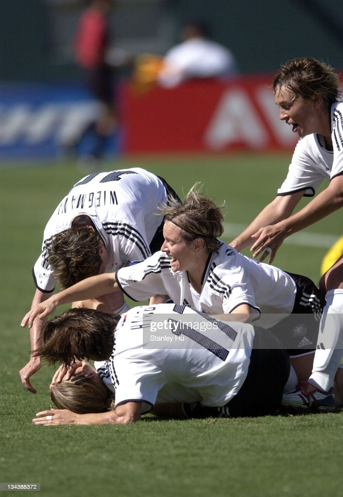 FIFA Women's World Cup USA 2003 - Germany vs Sweden - Championship Match : Nachrichtenfoto