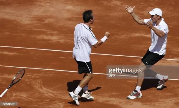 Germany's Philipp Kohlschreiber celebrates with his coach Patrik Kuhnen after winning the fourth Davis Cup match Spain vs Germany against Spanish...