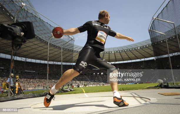 Germany's Robert Harting competes in the men's discus throw event of the ISTAF Golden League athletics meeting on June 14 2009 at the Olympic Stadium...